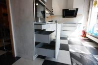 Nouvelle expo cuisine modèle Minéral Chromix blanc poignée profil noir mat