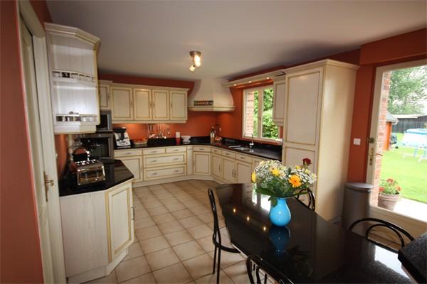 cuisine cuisine rocchetti lucie ivoire rechampi jaune. Black Bedroom Furniture Sets. Home Design Ideas
