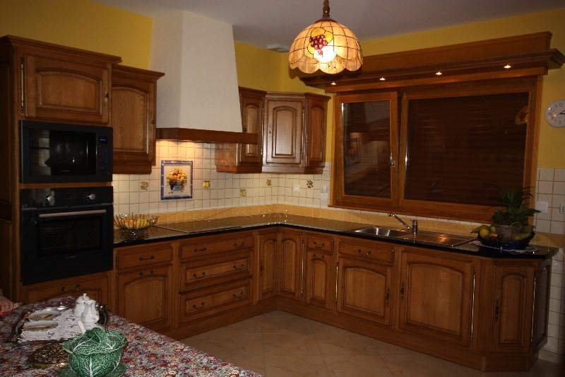 Cuisne rocchetti ventoux plan de travail granit meubles for Plan de travail cuisine chene