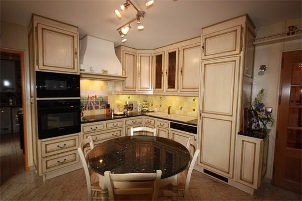 Cuisine cuisine rocchetti blois ivoire rechampi vert - Cuisine couleur ivoire ...