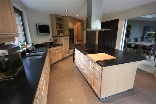 cuisine cuisine rocchetti oslo ch ne blanchi et ilot. Black Bedroom Furniture Sets. Home Design Ideas