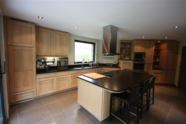 cuisine rocchetti oslo ch ne blanchi plan granit meubles. Black Bedroom Furniture Sets. Home Design Ideas