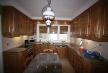 Cuisine ROCCHETTI Ventoux meubles hauts au plafond