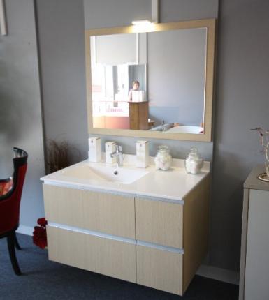 Salle de bain ROCCHETTI AURELIA stratifié chêne brut scié.